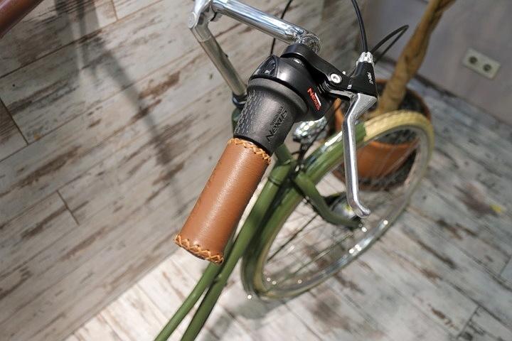 Hollandrad Lenker vor 2Rad Fahrradladen in München