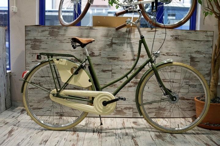Hollandrad vor 2Rad Fahrradladen in München