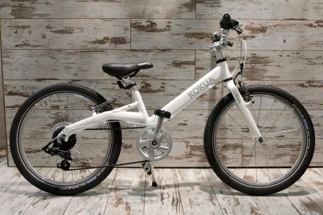 Kinderfahrrad Kokua-Like to Bike München vor 2Rad Fahrradladen München