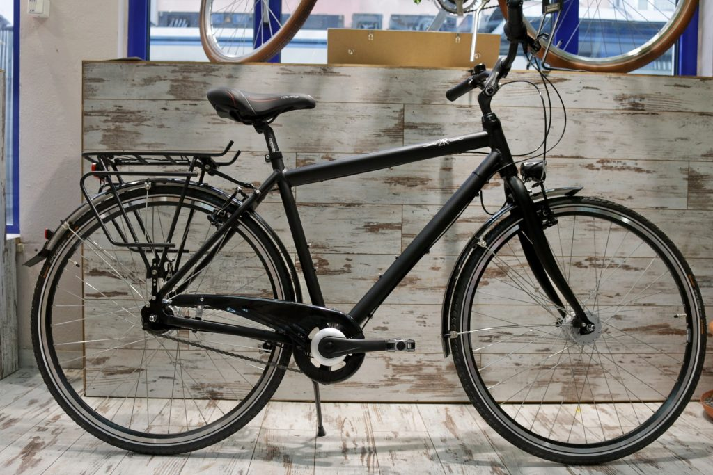 Fahrrad vor Fahrradladen München Klassik