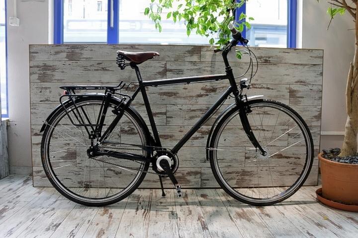 2Rad Klassik Fahrrad vor Fahrradladen München Klassig